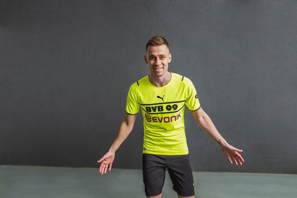 Terceira camisa do Borussia Dortmund 2021-2022 PUMA a