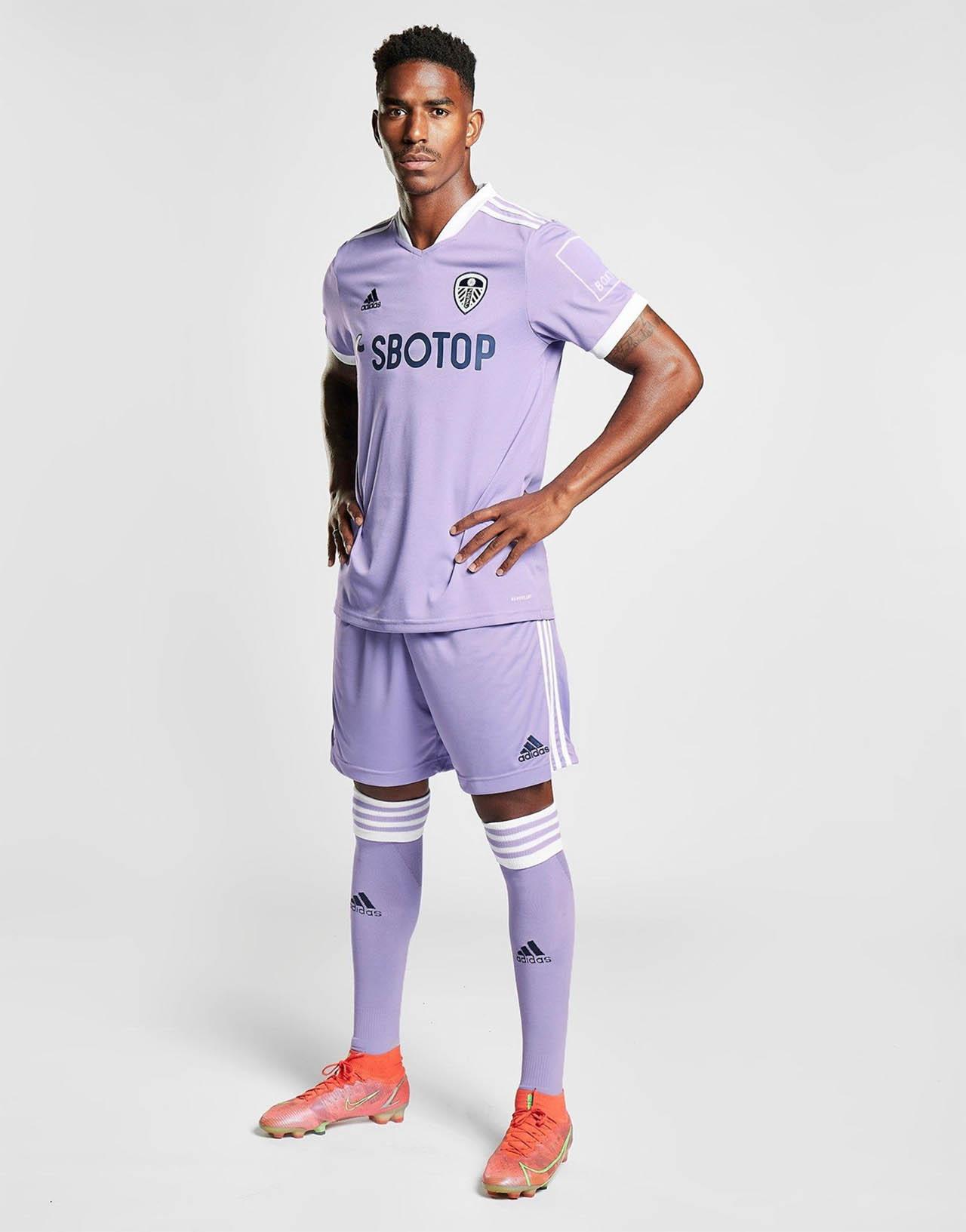 Terceira camisa do Leeds United 2021-2022 Adidas